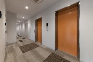 068_5階 廊下・EVホールa